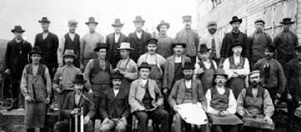 Arbetare vid Näckåsågen i Sysslebäck 1905.